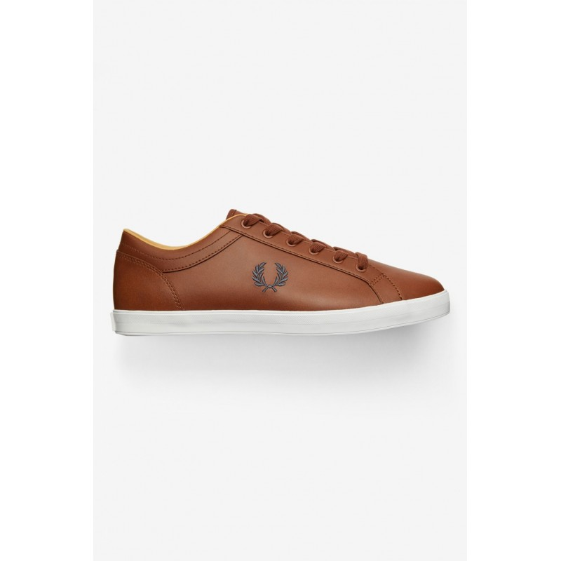 Basket Fred Perry camel.